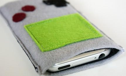 iPhone Case aus Filz im Gameboy-Look - erhältlich für ca. 17 USD