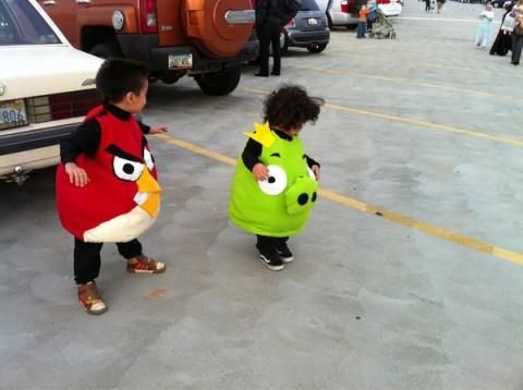 Der Kult hört nicht beim Spiel auf: Auch Kinder genießen den Kostüm-Trend ;)