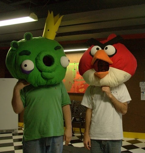 Die Angry Birds Kostüme entwicklen sich zum Trend - auch grüne Schweine sind dabei